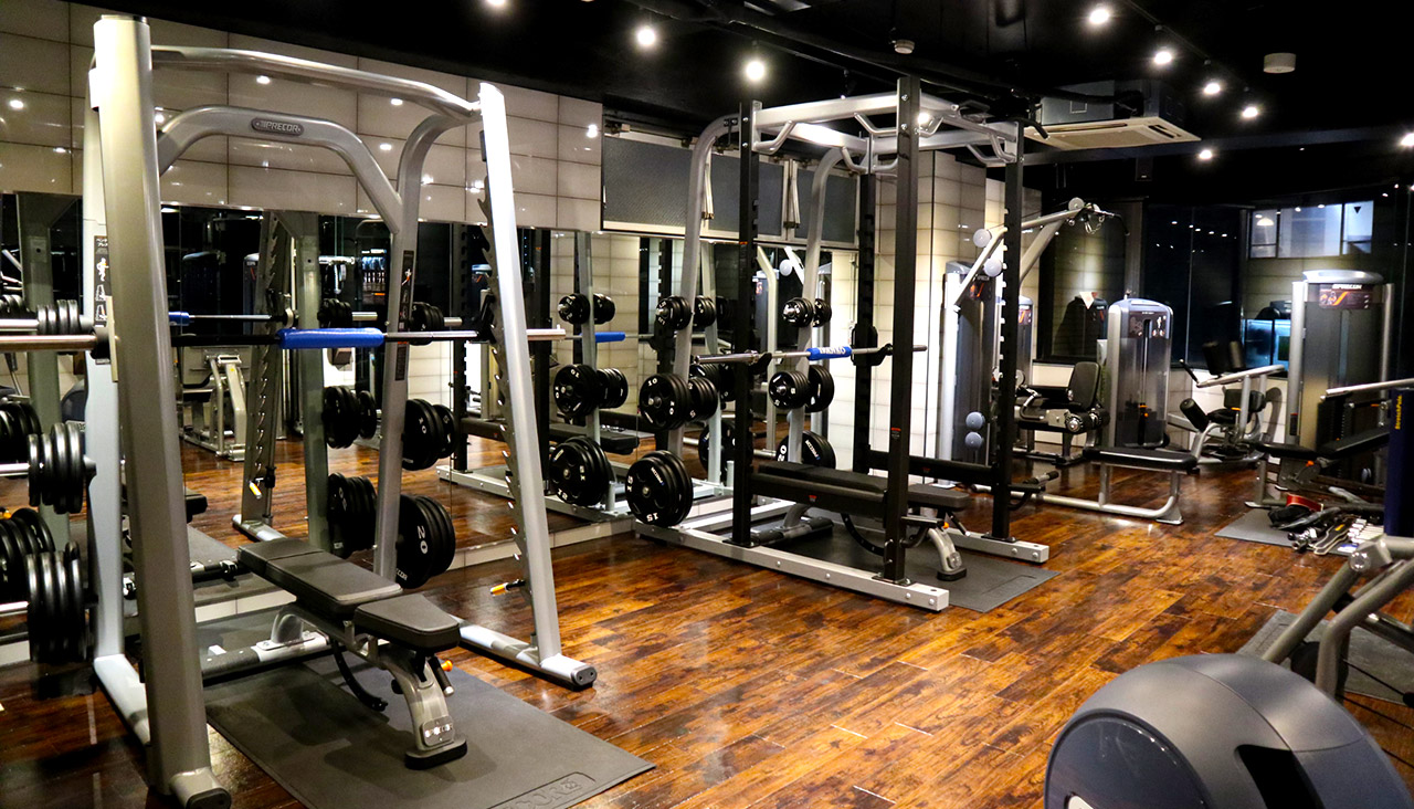 FREE GYM AREA & LOUNGE